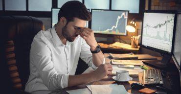 Gestor preocupado com abandono de emprego